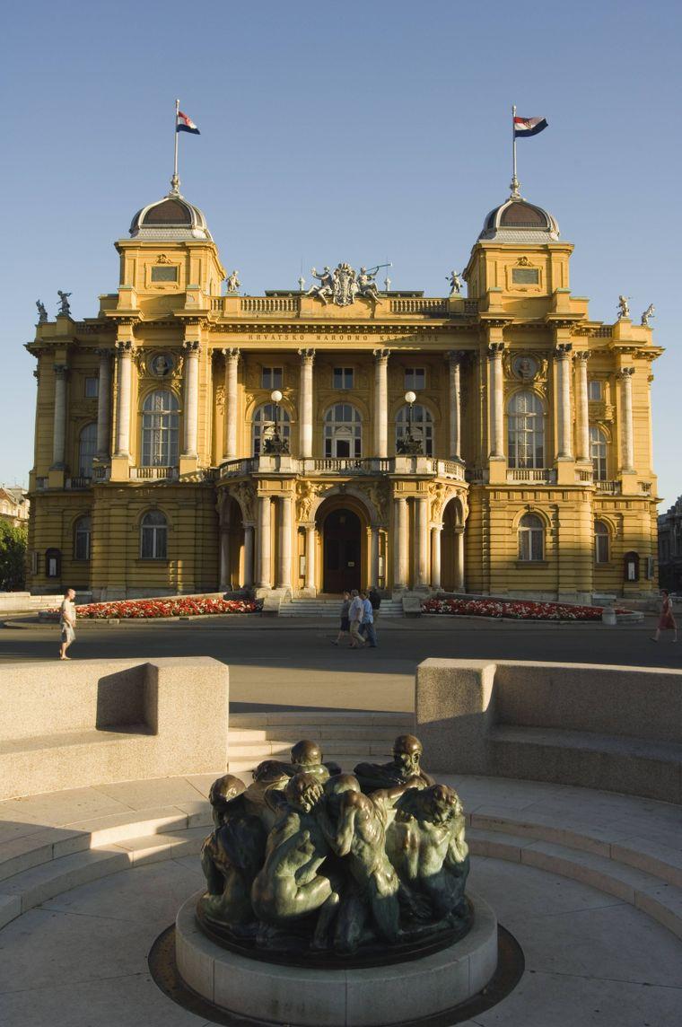 Der Lebensbrunnen vor dem Nationaltheater in Zagreb.