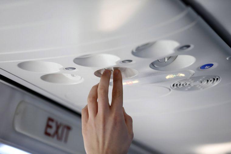 Die Klimaanlage im Flieger lässt es manchmal ziemlich kalt werden.