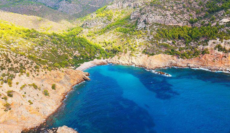 Rund 20 Meter lang und bis zu 30 Meter breit ist der Strand von Cala Egos (auch Caló de ses Egos).
