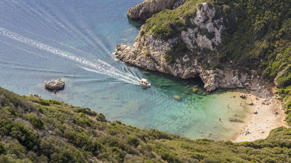 Die Bucht von Afionas zählt zu den schönsten Stränden auf Korfu.