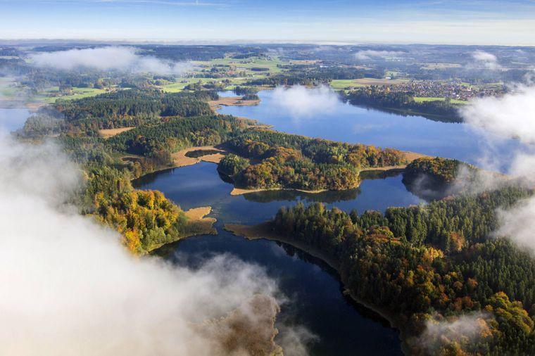 Das Drei-Seen-Gebiet in Chiemgau ist auch als Klein Kanada bekannt.