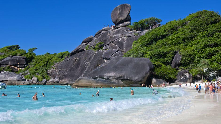 Der Ao-Kueak-Strand im Nationalpark Moo Ko Similan. Der Zugang zu thailändischen Nationalparks soll durch E-Tickets begrenzt werden.