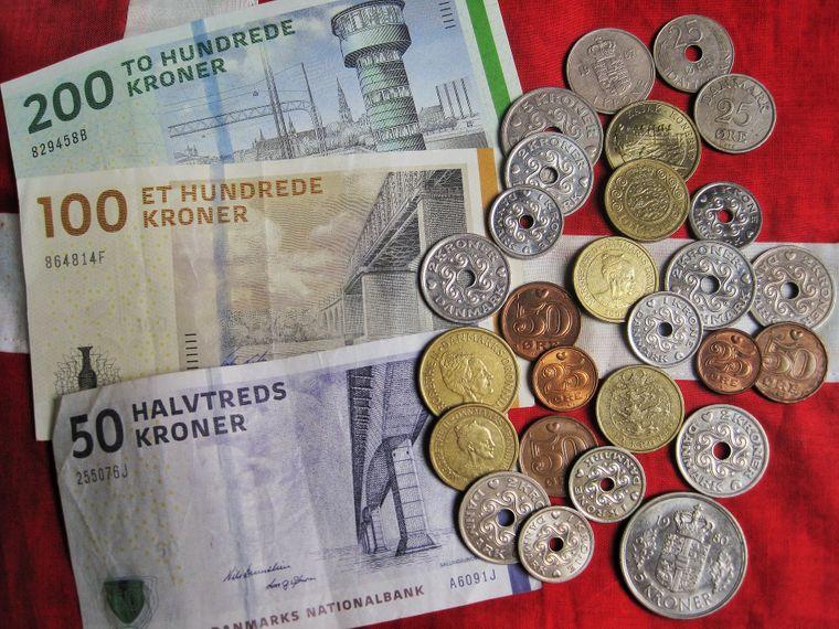 Die Dänen haben nicht den Euro, sondern noch die dänische Krone.