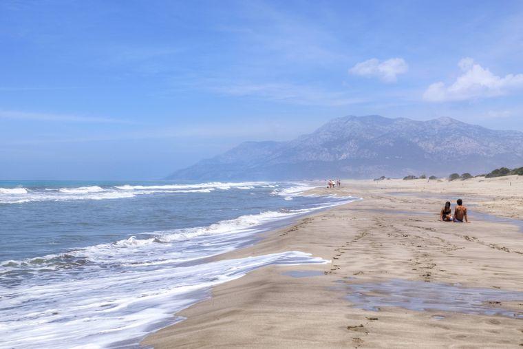 Liebespärchen aufgepasst: So schön ist der feine Sandstreifen an der lykischen Küste.