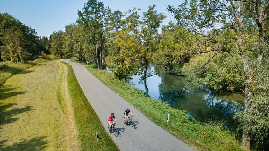 Der Ammer-Amper-Radweg, hier ein Stück entlang der Ammer, führt auf 202 Kilometern Länge von Oberammergau bis nach Moosburg an der Isar.