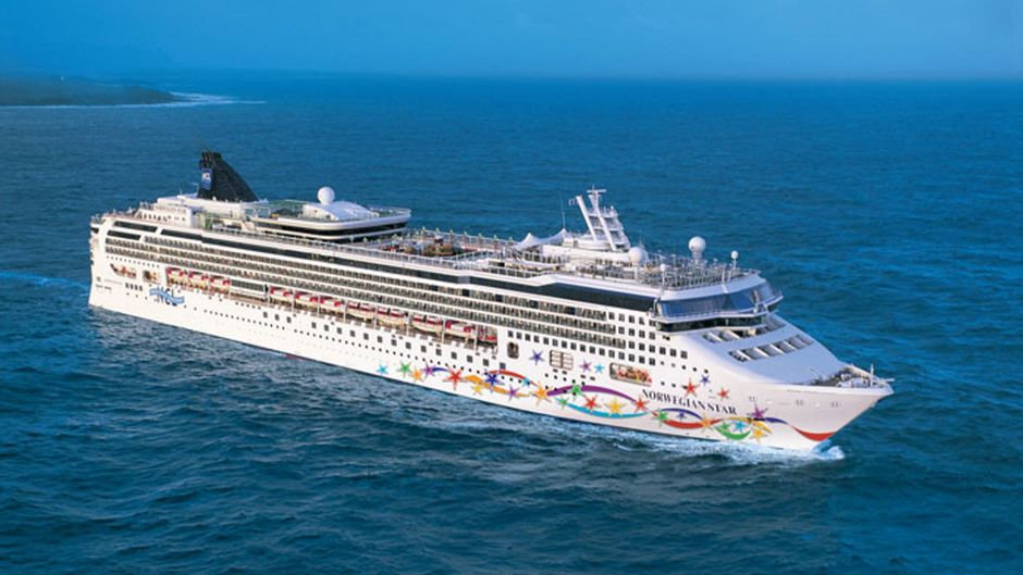 """Das Kreuzfahrtschiff """"Norwegian Star"""" der Reederei Norwegian Cruise Line."""
