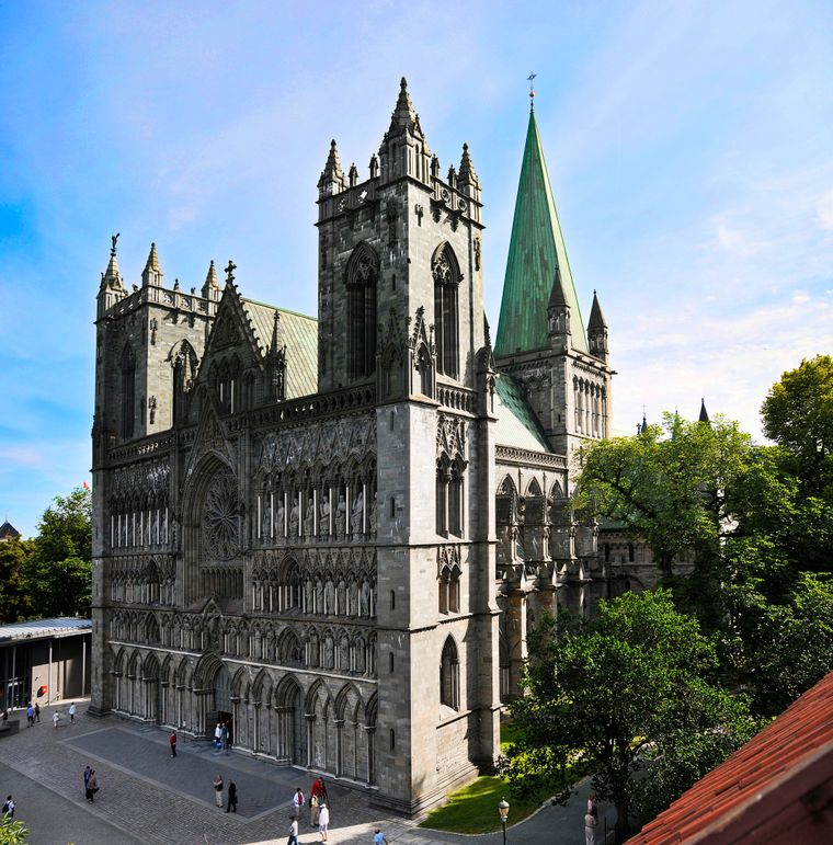 Der Nidarosdom in Trondheim ist Endpunkt des St. Olavsweges.