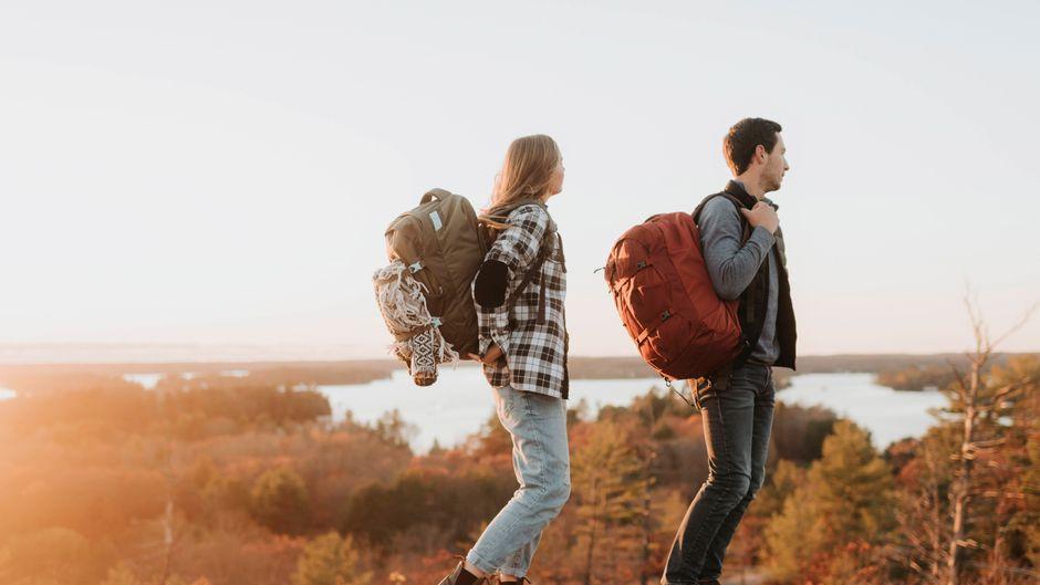 Gemeinsam die Natur entdecken: Viele Paare wandern gerne gemeinsam.