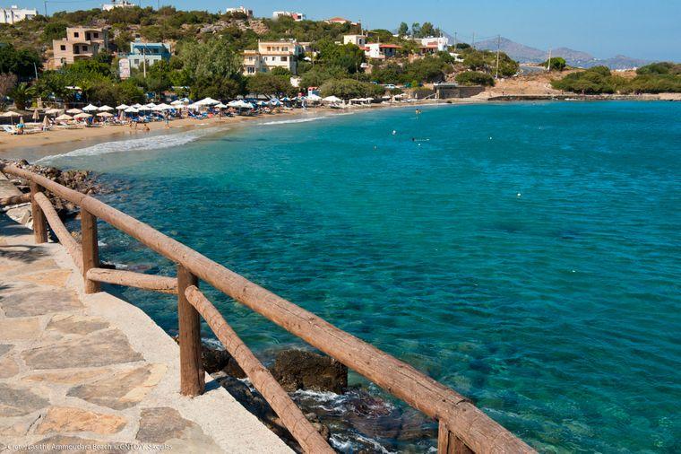 Der Ammoudara Beach auf Kreta, einer der schönsten Strände der Insel.