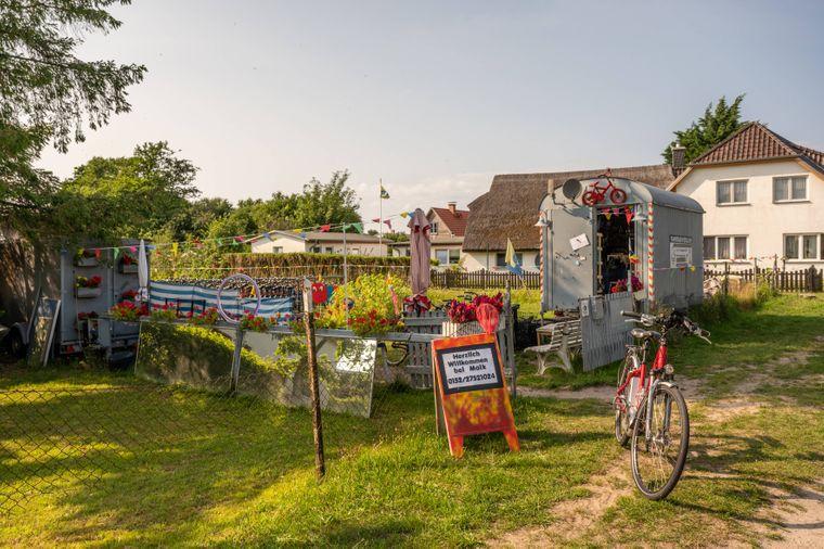 Wer sein Rad nicht mitgebracht hat, kann sich auf Hiddensee eines mieten.