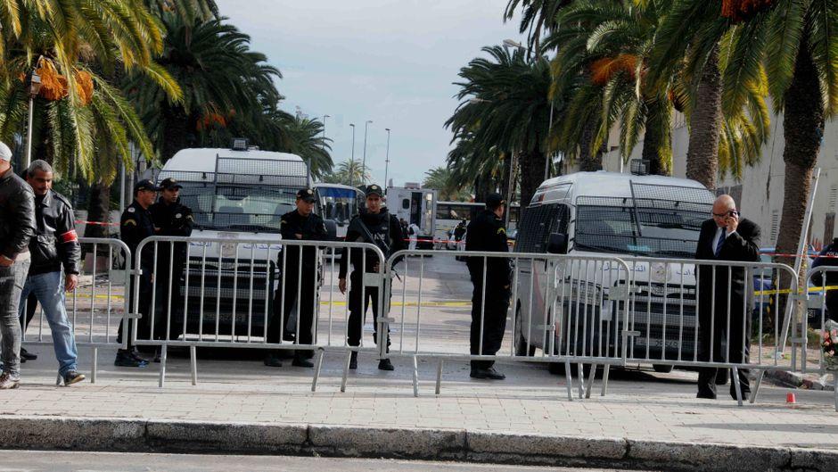 Straßensperre und Polizeikontrolle nach dem Anschlag in Tunesien 2015.