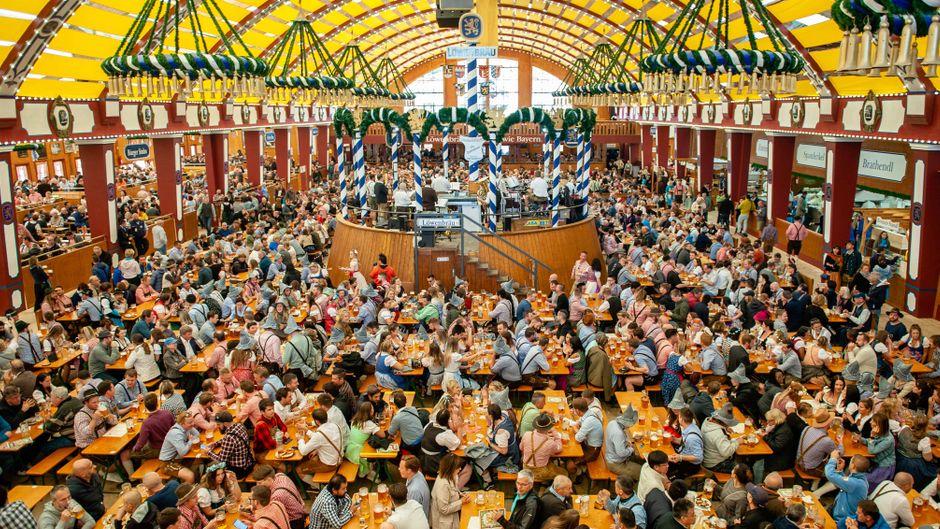 Ein ruhiger Montag auf dem Oktoberfest in München.
