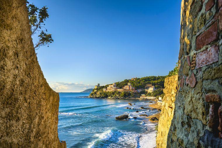 Der Strand von Castiglioncello gehört zu den beliebtesten Badeplätzen in der Toskana.