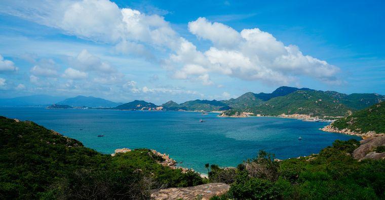 Nicht weit von der Küstenstadt Nha Trang entfernt erstreckt sich die Cam-Ranh-Bucht, zu der bisher noch nicht allzu viele Touristen kommen.